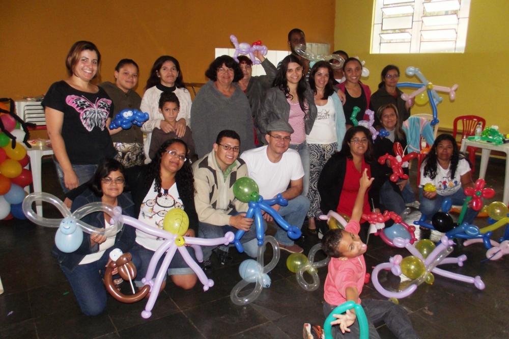 Espaço Providência, na comunidade Nossa Senhora da Penha, recebeu os participantes da primeira Oficina de Arte Criativa com Balões.