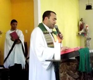 Padre Passos recorda da correção fraterna em suas missas na igreja Nossa Senhora da Penha, nesse domingo (7/9).