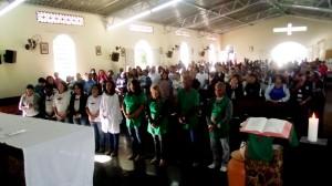 Pastorais da Acolhida e Batismo recebem benção da comunidade e do pároco, padre José dos Passos.