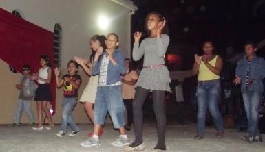 Crianças da catequese deram um show de simpatia e alegria.