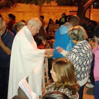 Padre Miguel Elousa presidiu a eucaristia. Foto (crédito): Ademir Geraldo