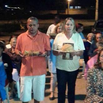 Procissão dos Dons com os moradores da região. Foto (crédito): Ademir Geraldo