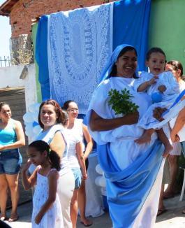 Mãe e filho, sinais de Maria e Jesus Menino. Foto (crédito): Fabiana Luiza