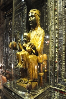 Moreneta-Black-Madonna-in-Montserrat-Official-Tour